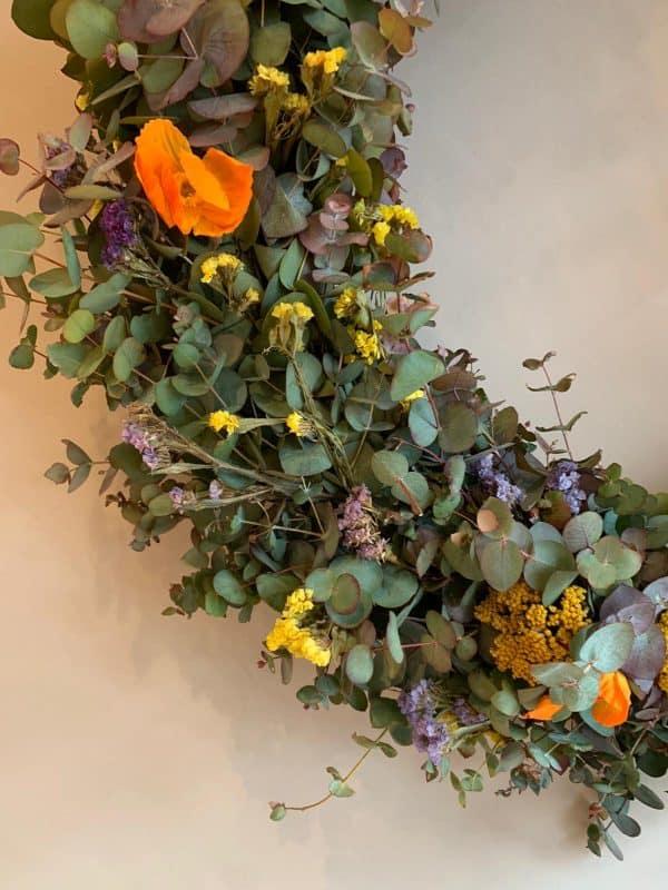 Drveni obruč sa cvijećem